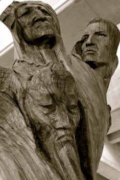 Wooden head carving at Lionel Groulx metro